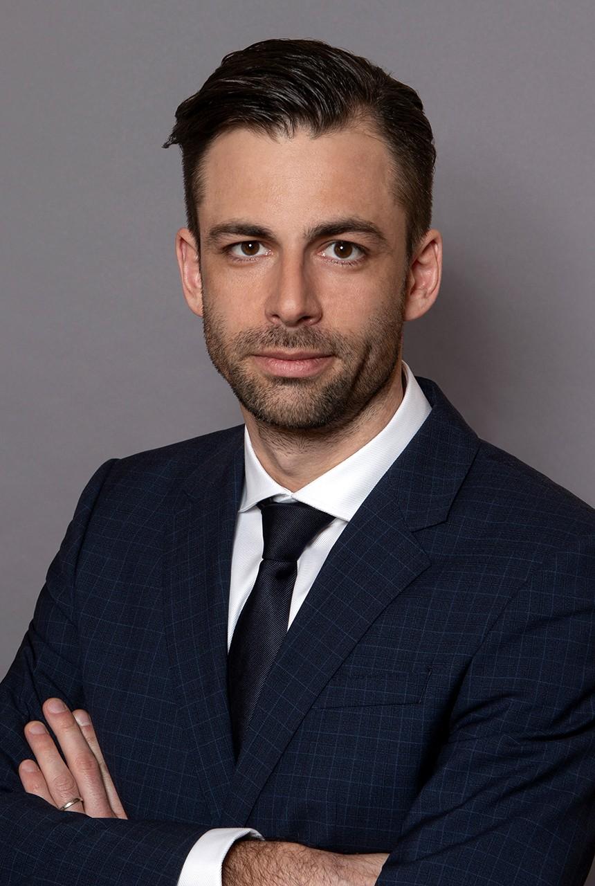 dr. Kálmán Levente