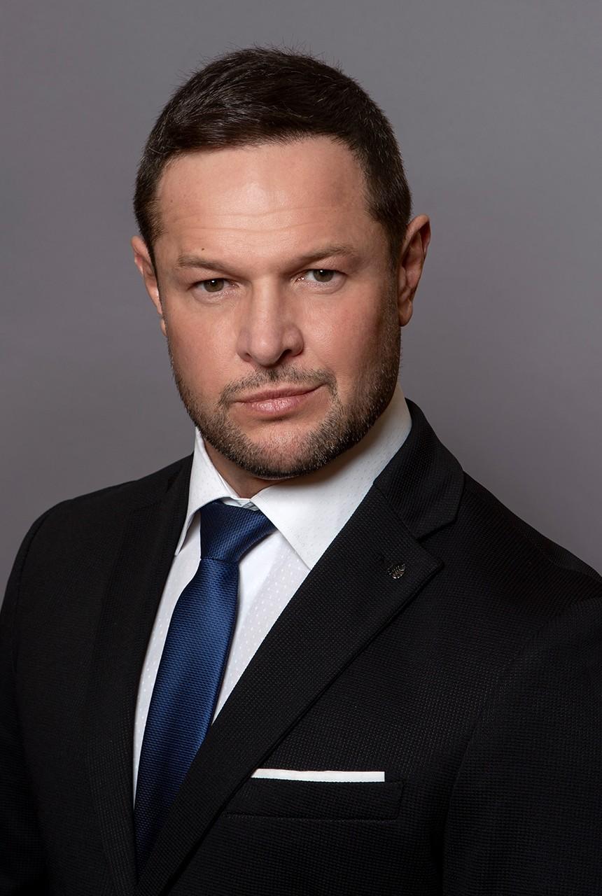 dr. Földvári László