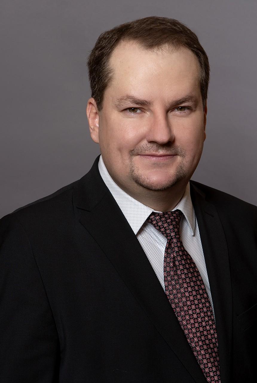 dr. Komáromi András